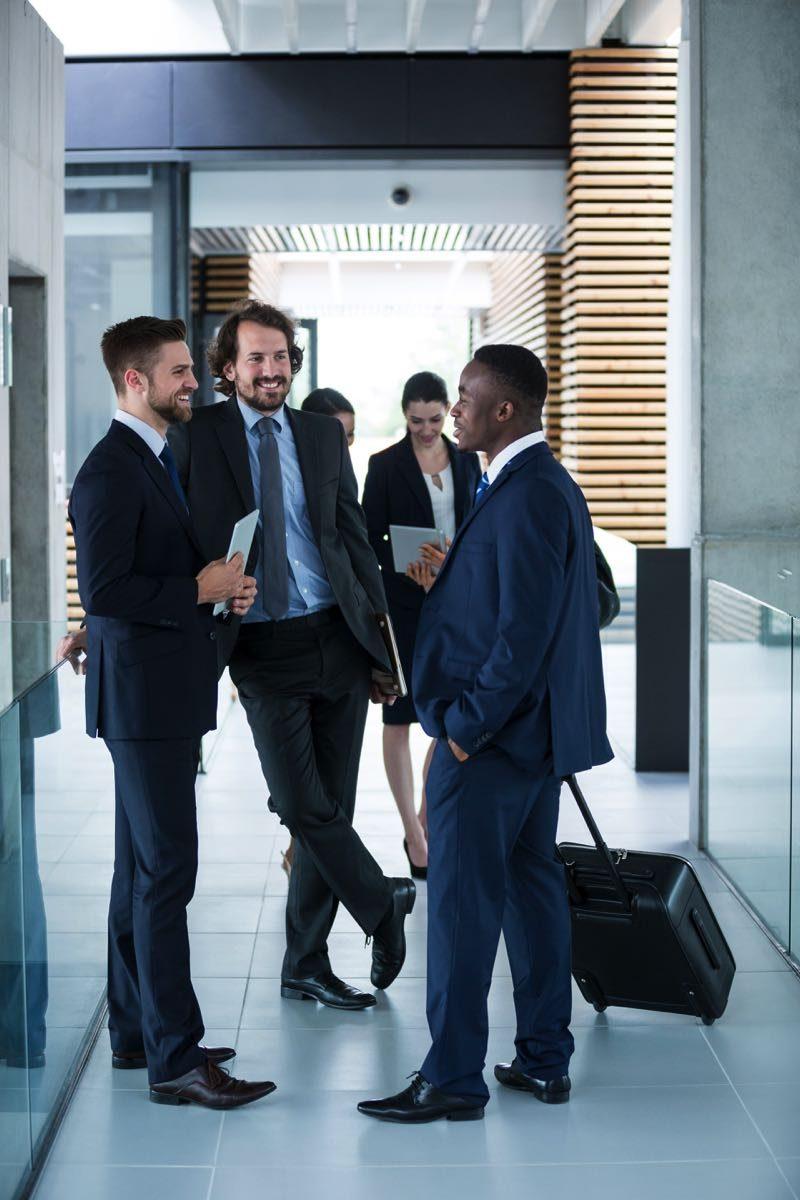 businessmen-having-a-conversation-2HWKRLQ.jpg